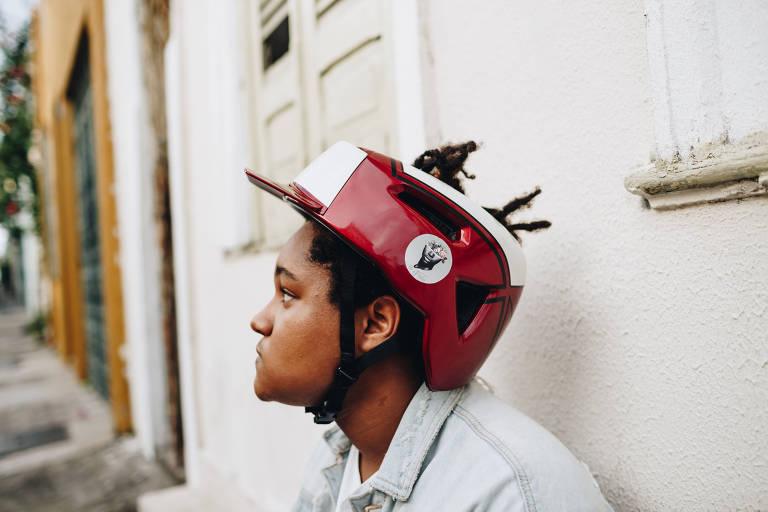 mulheres de salvador desenvolvem capacete para negros