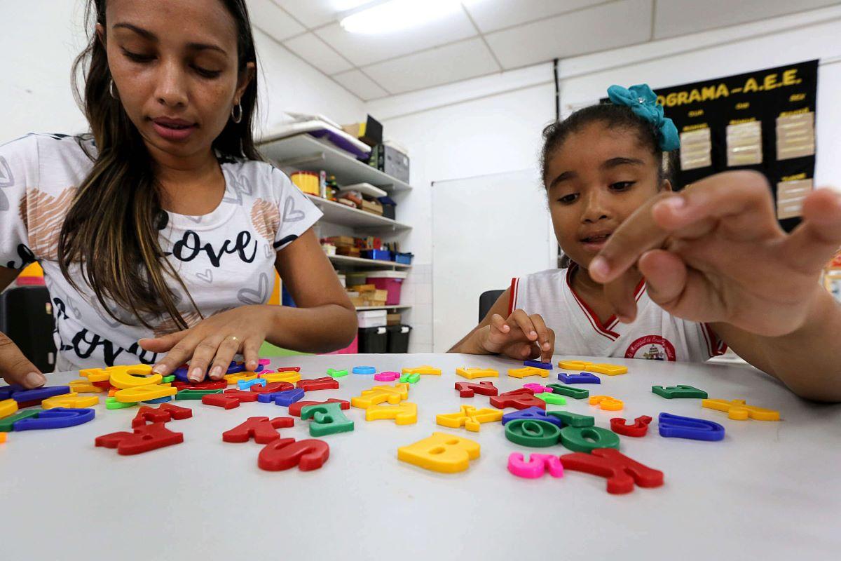aracaju adota medidas de inclusão para cerca de 600 alunos