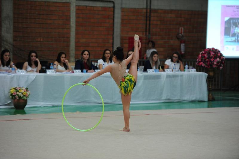 ginástica rítmica de joinville leva 16 medalhas em competição