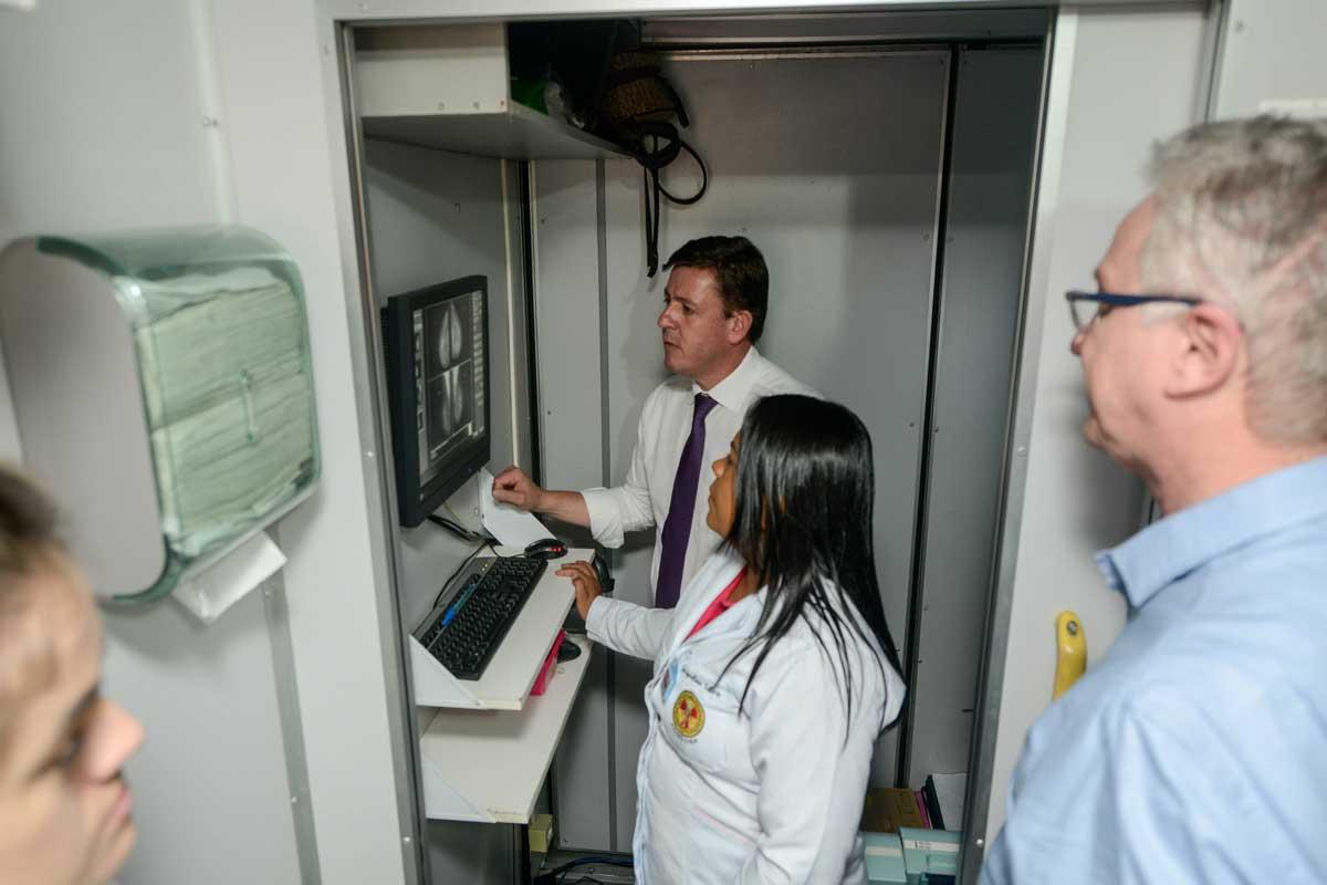 sbc é pioneira em exame de mamografia com carreta própria