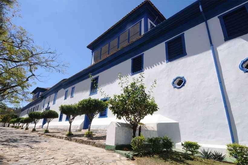 mosteiro de macaúbas recebe doações para sua recuperação