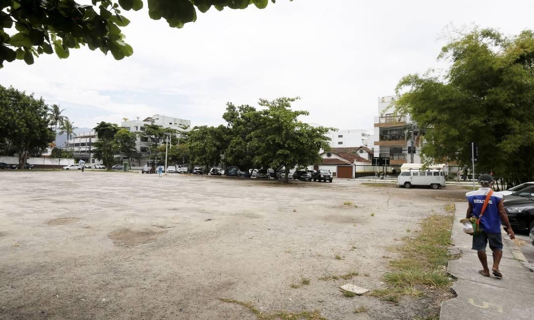 residentes do recreio divergem sobre venda de praça