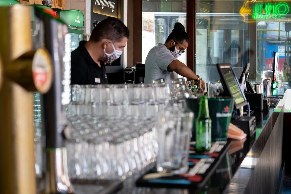 covas expande horário de bares e comércio na capital paulista