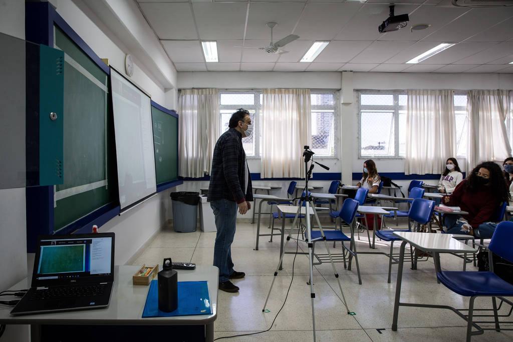 ensino médio retoma aulas presenciais, mas de modo híbrido