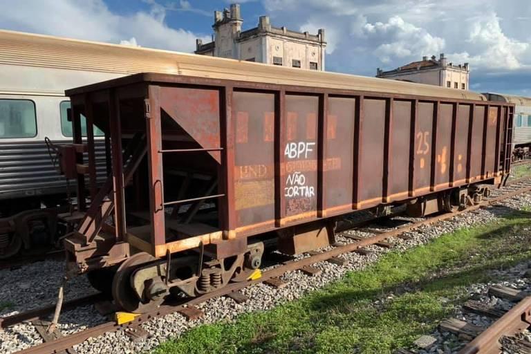 vagões históricos abandonados no rj serão preservados em cruzeiro
