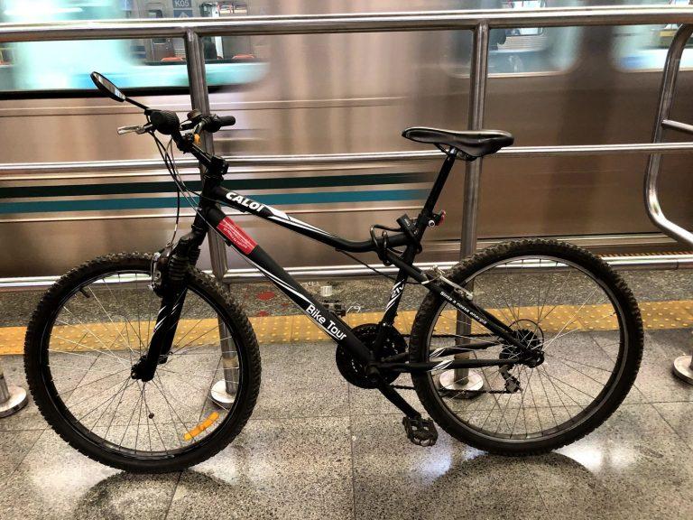 ciclistas conquistam mais direitos ao poderem levar bicicletas no metrô
